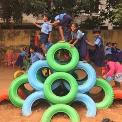 Recycler de vieux pneus pour en faire des aires de jeux