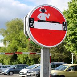 Jinks Kunst l'artiste Français qui détourne la signalisation
