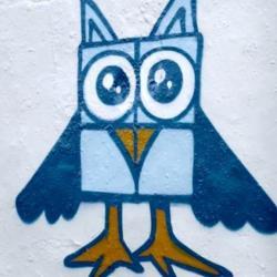 Les graffeurs de Berlin détournent les croix gammées du mur pour combattre le racisme