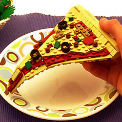 De la nourriture fait avec des LEGO