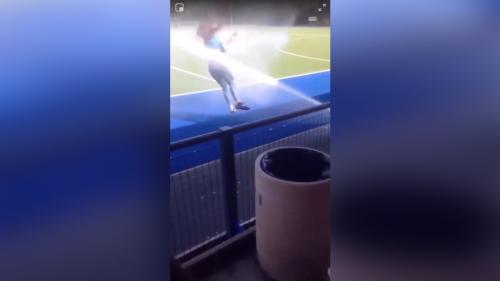 Double fail pour une fille qui saute une barrière