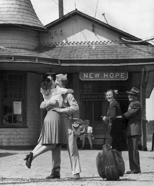 20 photos historiques de couples pendant la guerre