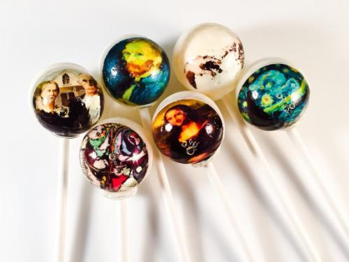 Manger de l'art avec ces sucettes hautes en couleurs